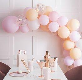 Arche de ballons pêche et roses